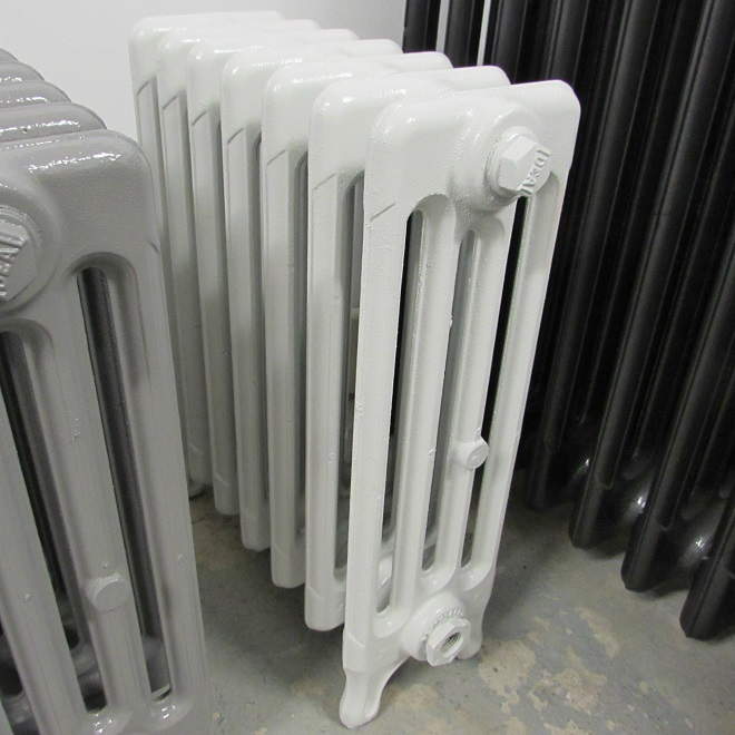 Reclaimed 4 column radiator in white